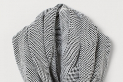 Knit Tube Scarf H&M - https://www2.hm.com/en_us/productpage.0786221002.html