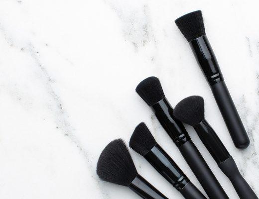 ¿Por qué es importante lavar tus brochas de maquillaje?
